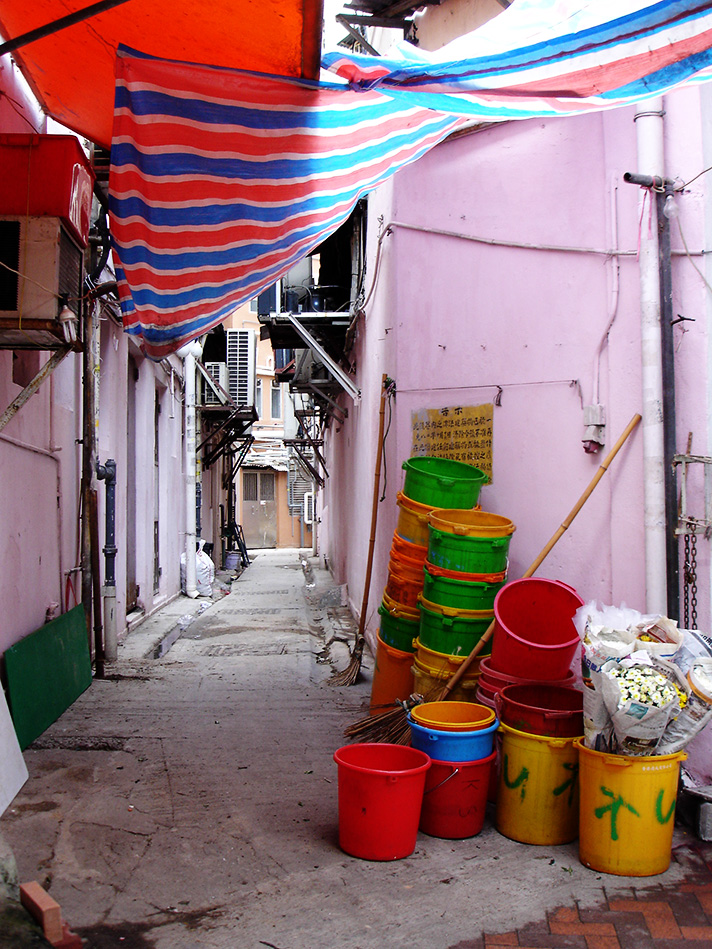 DSC08121-buckets-in-alley.jpg